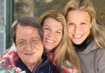 «Χρόνια πολλά λατρεία»: Οι τρυφερές ευχές στον Νίκο Αναστασιάδη από τις δύο κόρες του