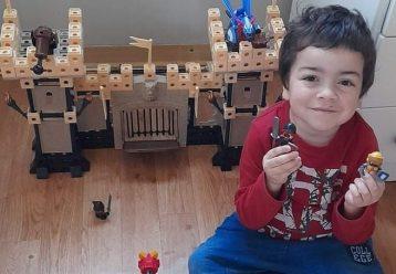 Ο 7χρονος Λέων πάσχει από σπάνια γενετική ασθένεια και μας χρειάζεται όλους