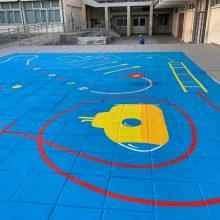 Το Α' Δημοτικό Σχολείο Τσερίου γέμισε πολύχρωμα επιδαπέδια παιχνίδια για τα παιδιά (εικόνες)