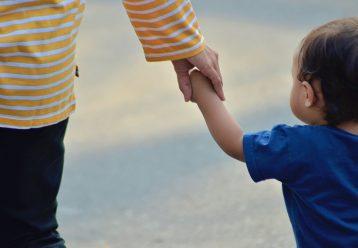 Μητέρα με 5 παιδιά που πάσχει από ανίατη ασθένεια χρειάζεται τη βοήθειά μας