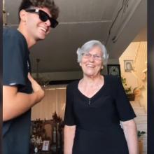 Η απίθανη γιαγιά - Αντρούλα από τη Λεμεσό χορεύει με τον εγγονό της και τρελαίνουν το TikTok (video)