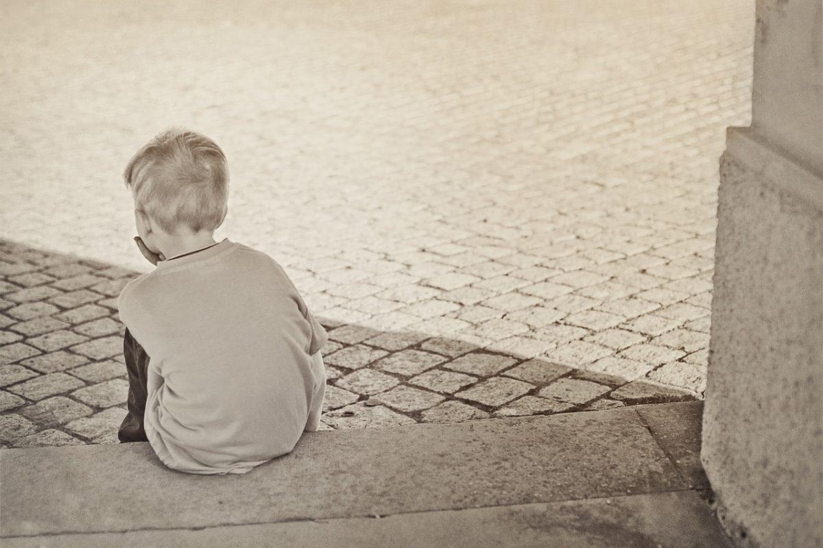 «Κάποιο παιδάκι χθες μούσκεψε το μαξιλάρι στα δάκρυα...Γιατί;»