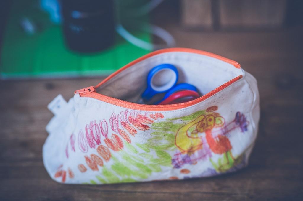 Back to school: Φτιάξτε μόνοι σας εντυπωσιακές κασετίνες από πλαστικά μπουκάλια και ύφασμα (βίντεο)