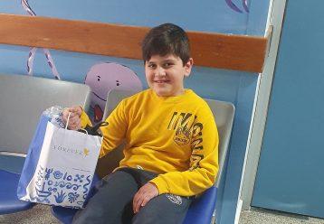 Ο μικρός Παναγιώτης δώρισε το μηχάνημα αναρρόφησής του σε μωρό