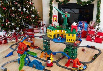 H Fisher Price μετρά αντίστροφα για τα Χριστούγεννα και κάνει δώρο παιχνίδια σε 5 τυχερά παιδιά