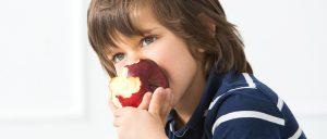 Παιδίατρος: «Καταιγίδα ιώσεων. Δώστε μήλο στα παιδιά»