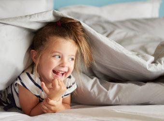 """""""Η κόρη μας άρχισε να λέει άσχημες κουβέντες"""": Πώς σταματάμε το παιδί;"""