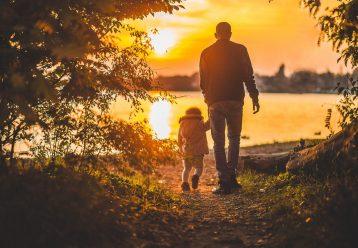 Οι μπαμπάδες δεν «βοηθάνε», συμμετέχουν στην ανατροφή των παιδιών τους