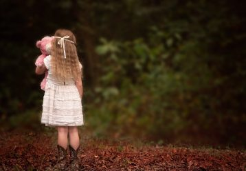Όταν κλονίζεται η εμπιστοσύνη ενός παιδιού, βγαίνουν μπροστά οι ανασφάλειες...