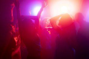 Μη-τέρα διοργάνωνε πάρτι οργίων για 14χρονα παιδιά
