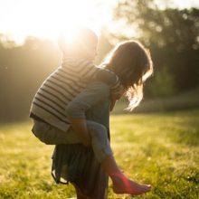 Ένα πράγμα θέλουν τα παιδιά: Να βλέπουν τους γονείς τους ευτυχισμένους