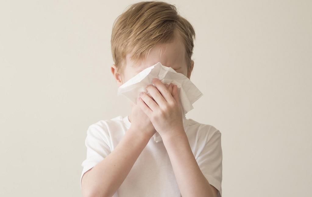 Το παιδί έχει συνέχεια μύξα: Ο παιδίατρος συμβουλεύει τι δεν πρέπει να κάνετε